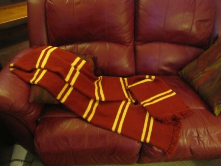 Gryffindor scarf knitting pattern: Harry Potter Craft Roundup
