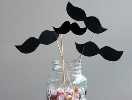 diy_paper_moustache_little_papercuts
