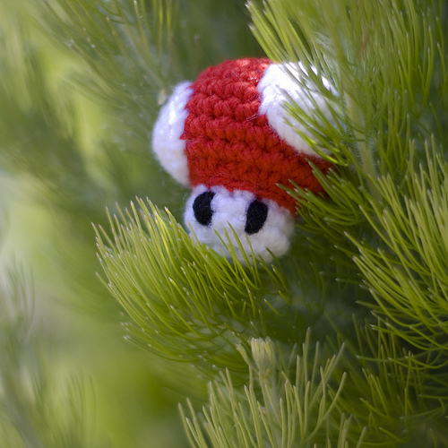 Free mini Mario Mushroom & Invincibility Star amigurumi patterns