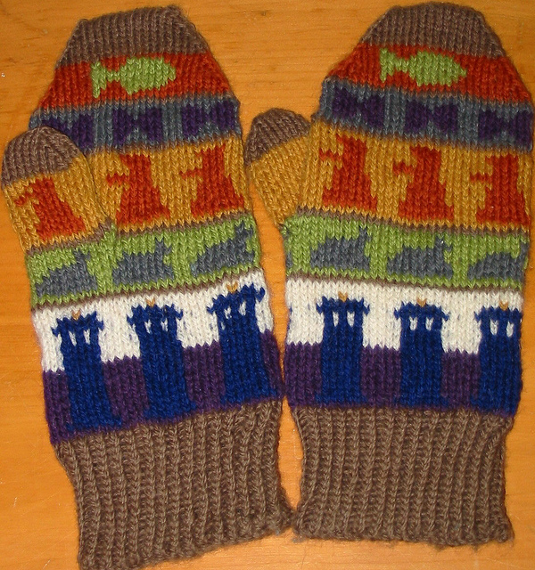 Doctor Who Mittens: Free knitting pattern