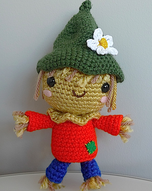 An amigurumi scarecrow - a very adorable one, at that.