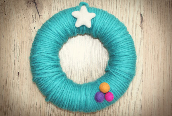 Yarn-wrapped wreath from the Mollie Makes website